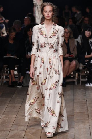 http://www.vogue.com/slideshow/13360870/best-spring-2016-runway-trends/#22