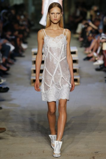 http://www.vogue.com/slideshow/13360870/best-spring-2016-runway-trends/#5